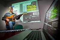 L'équipe-projet Wimmics travaille à l'intersection du web et de l'intelligence artificielle, entre web social et web sémantique. Ce projet est financé par l'ANR (Agence Nationale de la Recherche), en partenariat avec Radio France et Deezer qui a fourni plus de deux millions de morceaux de musique pour l'analyse audio, réalisée par l'Ircam et Parisson, une PME parisienne. La base de données du projet Wasabi a débutée récemment, elle référence actuellement plus de 2 millions de chansons. Pour l'alimenter, Wimmics a cherché comment récupérer sur le web tout ce qui existe en lien avec ces musiques, via différentes bases de données en ligne ; l'équipe-projet a aussi entrepris d'analyser les paroles des chansons (de qui/ quoi ça parle, des lieux ou des personnes sont-ils mentionnés, richesse du vocabulaire, etc.) et à détecter les émotions (en croisant les données texte et voix pour limiter les erreurs). Il est possible de détecter la structure d'une chanson pour comprendre où est le refrain par exemple, ou voir si il s'agit d'un plagiat. Enfin, l'application permet de séparer les pistes musicales dans un morceau par extraction audio; ainsi, par exemple, le musicien peut enlever la guitare et jouer lui-même de cet instrument. L'équipe a aussi mis au point des applications utilisant la technologie émergente WebAudio, un nouveau standard du W3C présent dans les navigateurs web récents. Un chercheur a créé dans une page web la simulation d'un amplificateur de guitare à lampes, unique au monde, : le guitariste dispose de la recréation d'un ampli guitare sur son ordinateur, sans aucune installation nécessaire. A l'écran, on voit aussi une autre application: un lecteur audio multi-pistes exploitant les résultats du projet WASABI: les pistes (tracks) sont en vert, il y en a une par instrument et on peut choisir d'en enlever, tout en jouant sur l'amplificateur guitare. Le tout dans une page de navigateur. Voir une démo (vidéo réalisée par l'équipe)